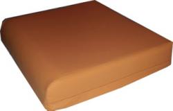 Een afbeelding van een SC500 zitkussen met uitneembaar sacrumdeel en met hoogwaardige afneembare en wasbare Polyurethaan tijk.
