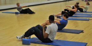 Het versterken van de rug door middel van bepaalde oefeningen kan de klachten van scoliose verminderen