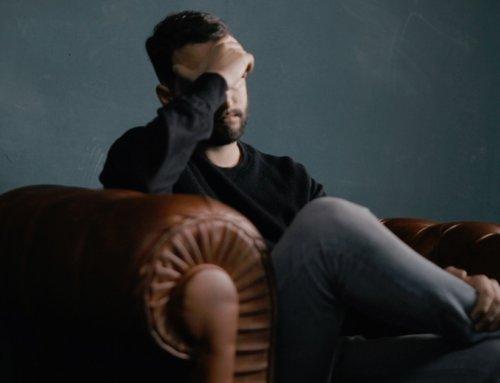 Hoofdpijn en moe zijn: wat is de oorzaak van deze combinatie?