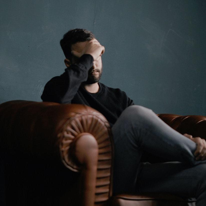 Wat zijn de oorzaken van de vervelende combinatie hoofdpijn en moe zijn?