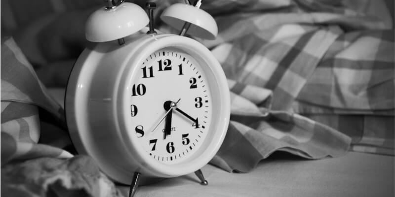 Lekker uitslapen: 6 tot 8 uur slaap per nacht is voldoende.